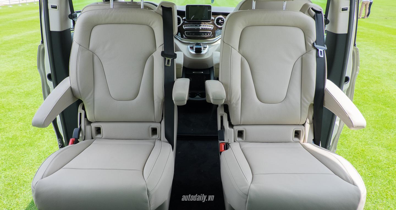 Nội thất xe Mercedes Benz V250 Avantgarde Máy Xăng màu trắng 010