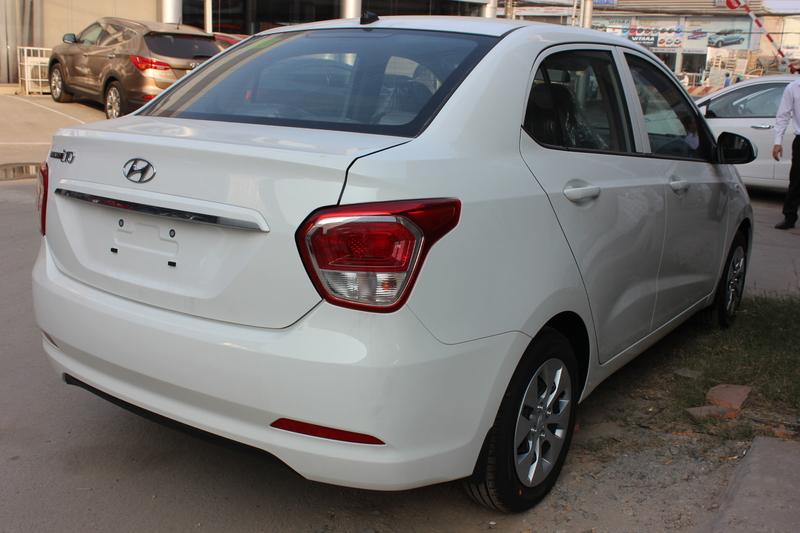 Xe Hyundai Grand i10 sedan 1.2MT Base Màu Trắng 05
