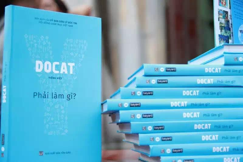 Sứ điệp cách mạng, quyển sách màu xanh da trời