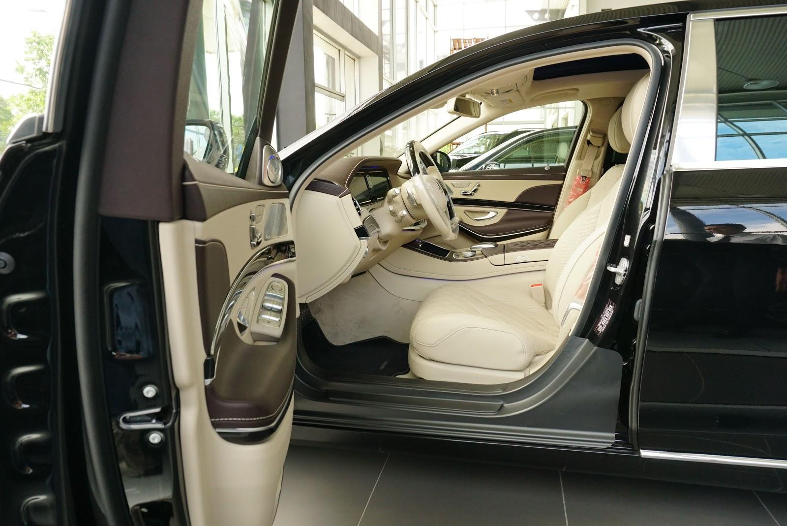 Ngoại Thất Xe Mercedes Benz S600 MAYBACH Màu Đen a08
