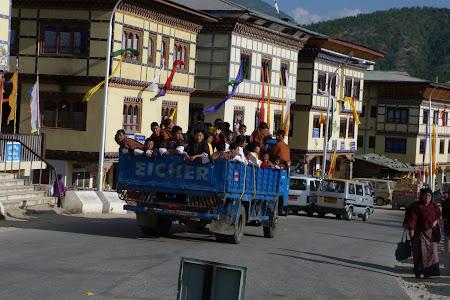 251. transport scolari Bhutan.JPG