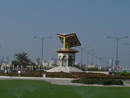 Obiective turistice Sharjah: Statuie Coran