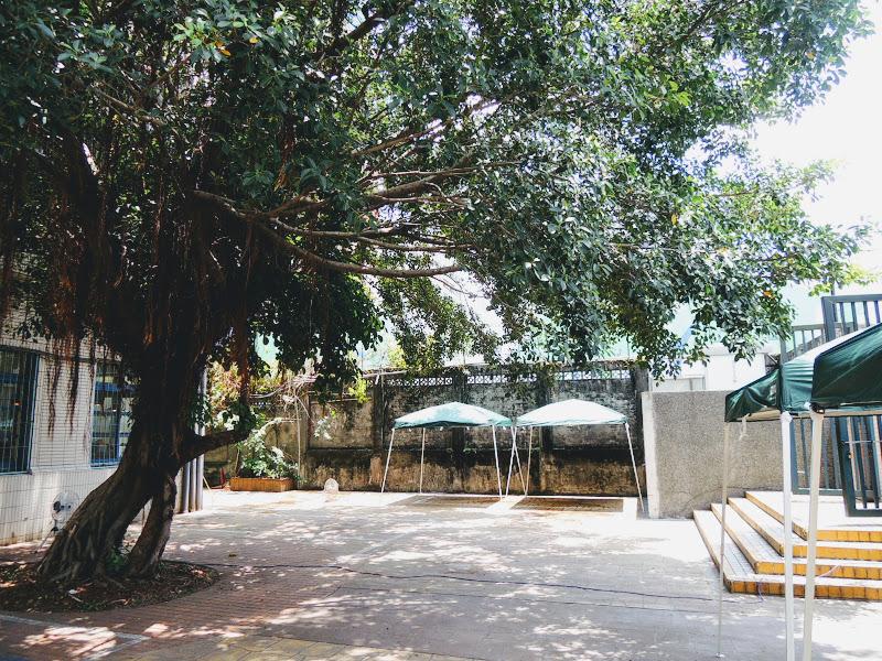 小學校分享工作室前廣場、市集.jpg