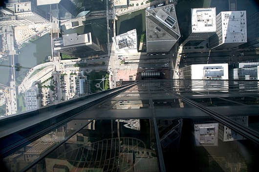 View_down_from_the_Sears-Willis_Tower_Skydeck