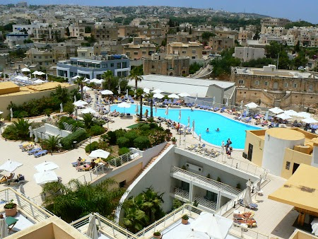 21. Acoperisul hotelului Intercontinental Paceville Malta.JPG