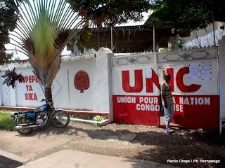 Une vue extérieure du siège de l'Union pour la Nation Congolaise (UNC) à Kinshasa, 17/03/2011. Radio Okapi / Photo Bompengo