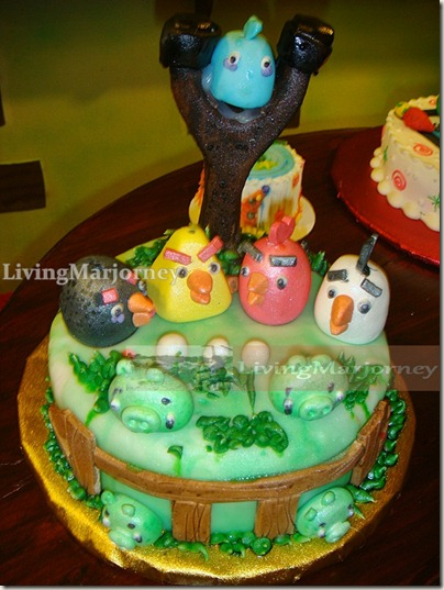 Love the Angry Birds Cake