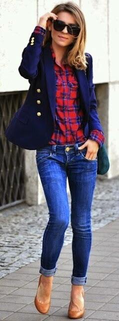 Camisa plaid com jeans e blazer