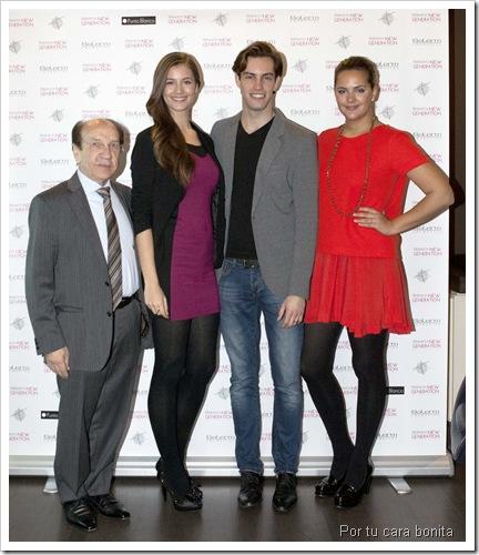De izq a derecha Víctor Martínez, pte Salerm Cosmetics, Desiré y Miguel Ángel, ganadores 2011 y Mireia Verdú, directora Francina Models.