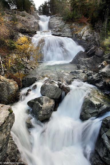 Riu de Sant Nicolau sobre l'estany de Llebreta, cascada del Sant Esperit.Parc Nacional d'Aigues Tortes i Estany de Sant Maurici.La Vall de Boi, Alta Ribagorca, Lleida