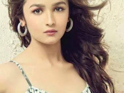 Alia Bhatt - The Cute Doll 08/20/2016