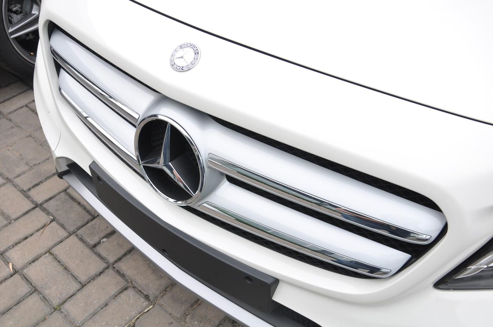 Xe Mercedes Benz GLA 250 4Matic màu trắng 02
