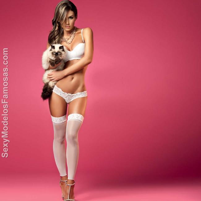 Natalia Velez Sexy Lenceria Besame Foto 58