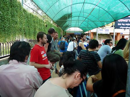 10. Coada la frontiera thailandeza.JPG