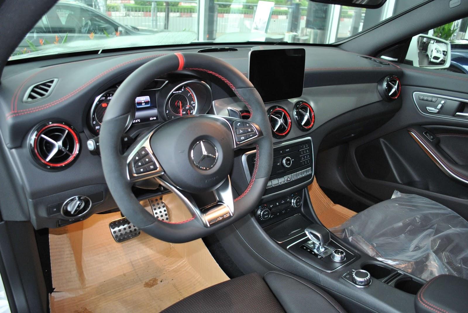 Xe Mercedes Benz CLA45 AMG màu trắng new model 010