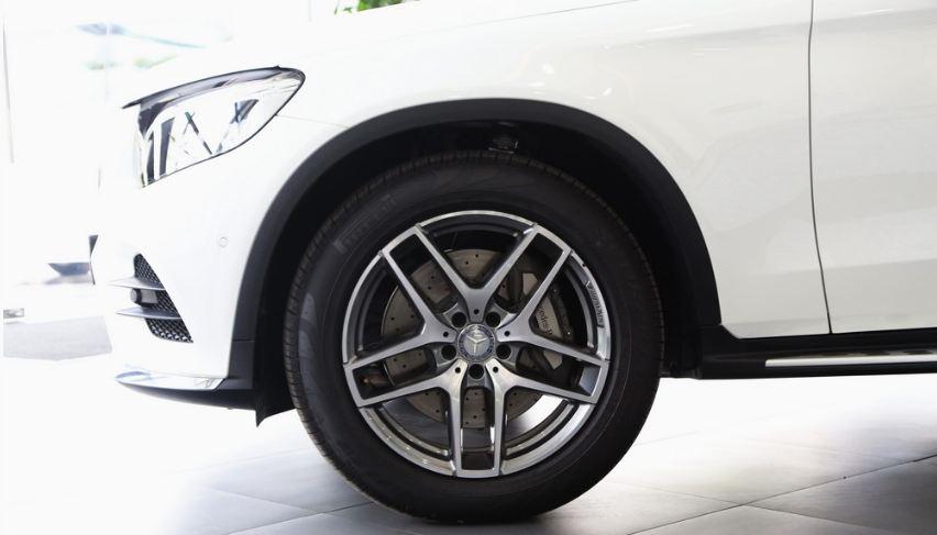 Xe Mercedes GLC 300 AMG màu trắng 04