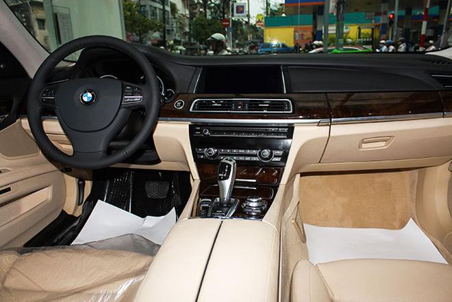 Xe BMW 750Li New Model Màu Trắng 011