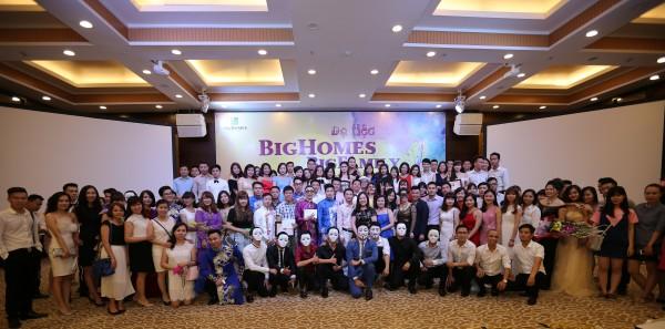 Thành viên của công ty Bighomes tại lễ hội hóa trang