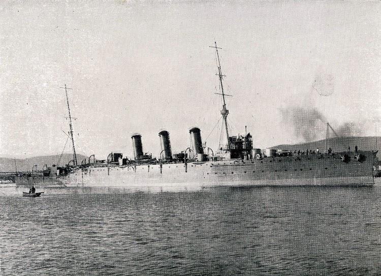Vista por el costado de estribor del crucero REINA VICTORIA EUGENIA. Enero 1.923. Libro Obras. SECN. Año 1923..JPG