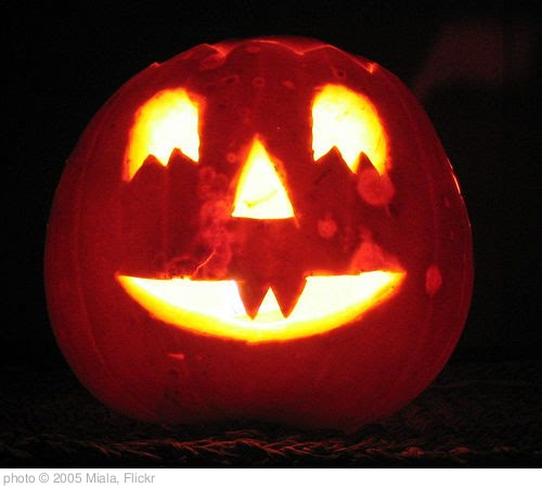 'Halloween' photo (c) 2005, Miala - license: http://creativecommons.org/licenses/by-sa/2.0/