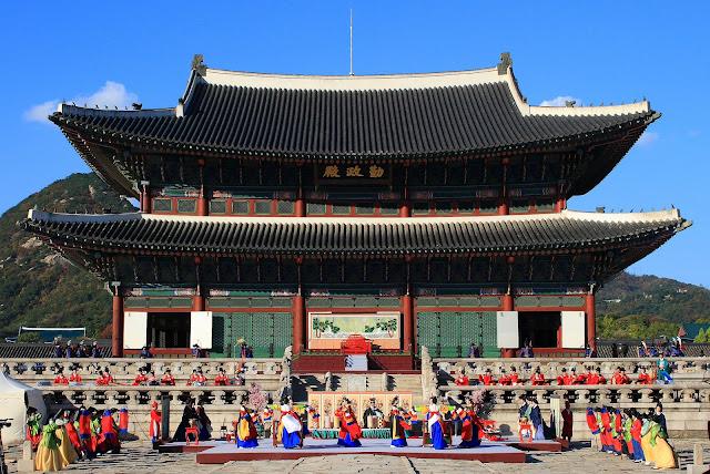 Ngói âm dương ở cung điện Gyeongbokgung