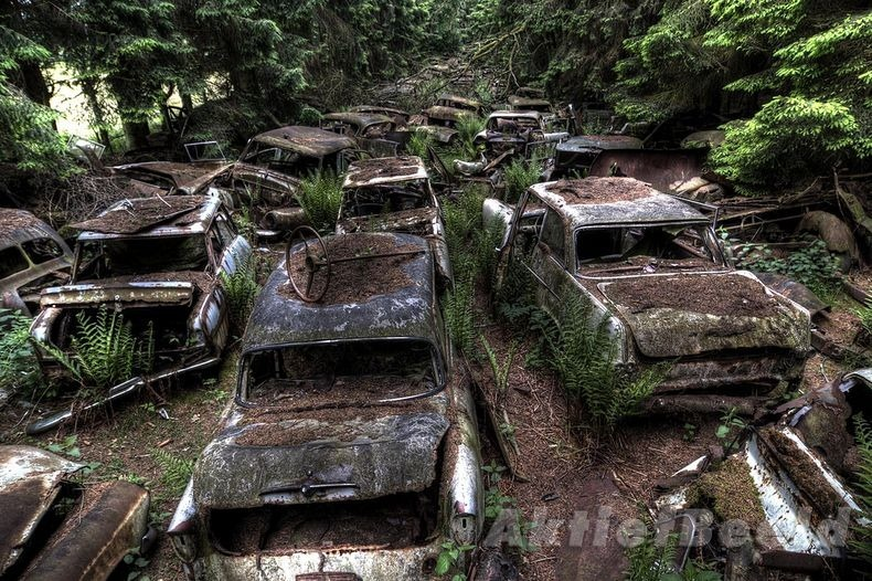 chatillon-car-graveyard-10