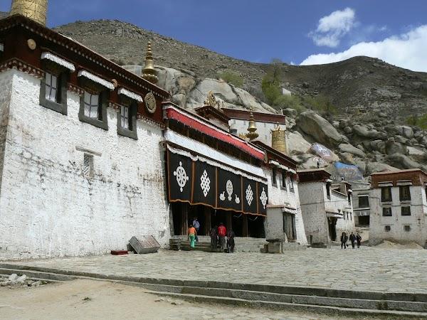 Obiective turistice Tibet: manastirea Sera, Lhasa