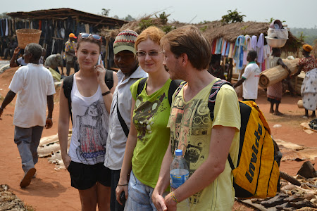 4. Europence in piata de fetisuri Vogan, Togo.JPG