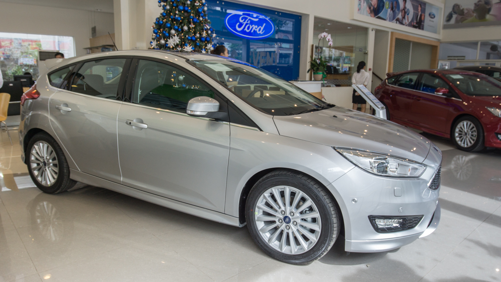 Xe ô tô Ford Focus màu bạc 05