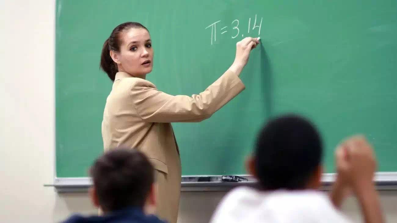 Nghề giáo có thực sự là một nghề cao quý? Tại sao người phương Tây không coi trọng người làm nghề giáo?