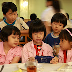 小孩们也在忙着。。