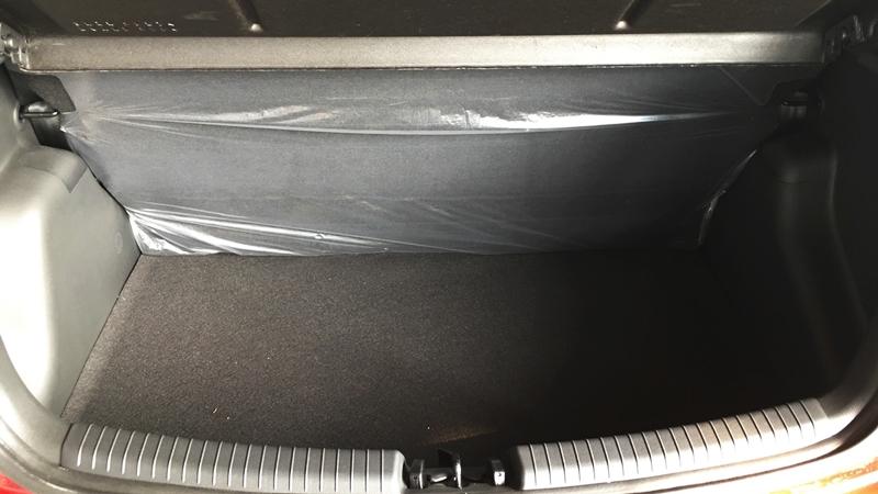 Nội thất xe ô tô Hyundai Grand i10 Nhập Khẩu màu trắng 08