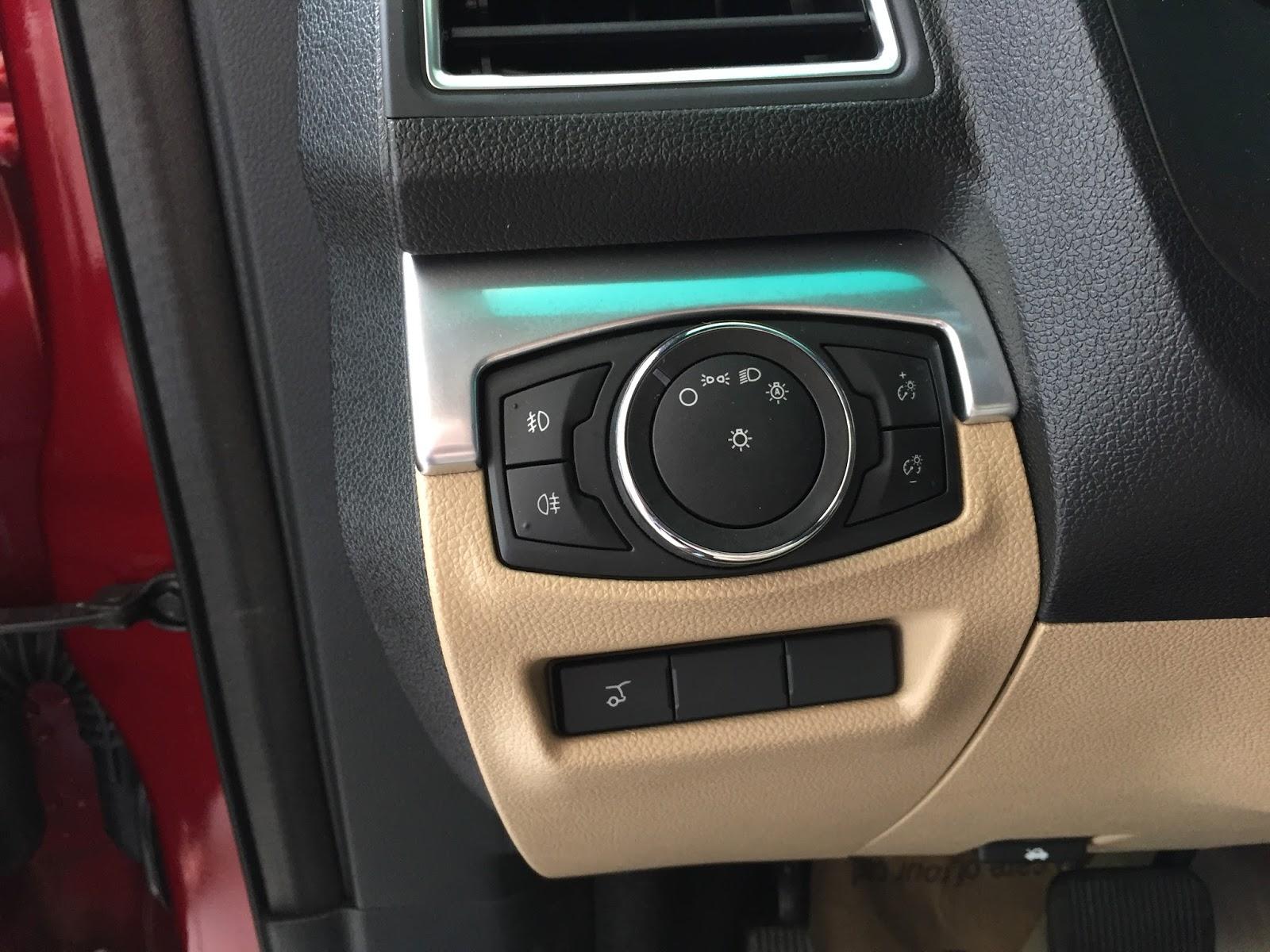 Nội thất xe Ford Explorer Limited 4WD màu xám 02