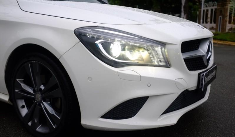 Bán xe Mercedes Benz CLA200 cũ 2015 màu trắng 03