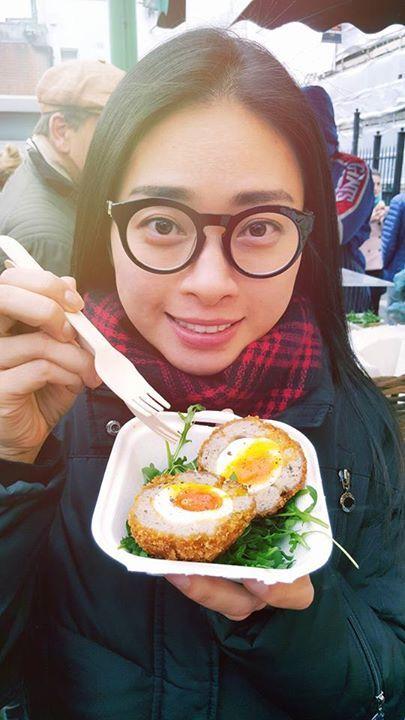 Đi chợ cuối tuần ở London. Ăn cái món trứng truyền thống.