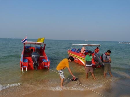 Plaja Thailanda: Vase pe plaja Pattaya