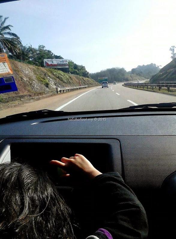 gambar jalan raya dari dalam kereta