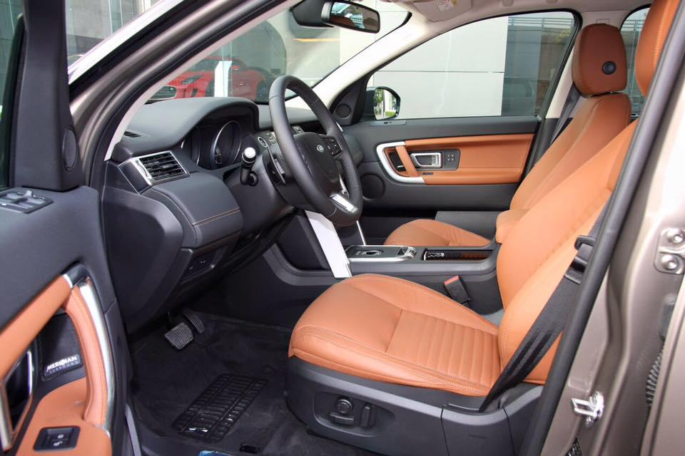 Nội Thất Xe Land Rover Discovery Sport màu vàng cát 03