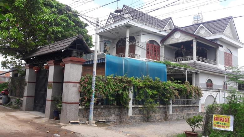 Bán biệt thự cao cấp mặt tiền hẻm đường Nguyễn Sơn Quận Tân Phú 01