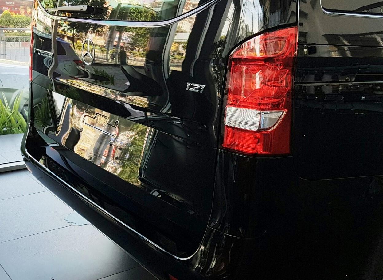 Ngoại thất Xe Mercedes Benz Vito Tourer 121 Máy Xăng màu đen 07