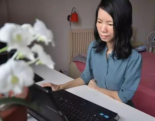 """Dịch giả, nhà văn Nguyễn Bích Lan được vinh danh """"Giải thưởng khuyến học - Tự học thành tài"""" trong """"Giải Nhân tài Đất Việt"""" năm 2018."""