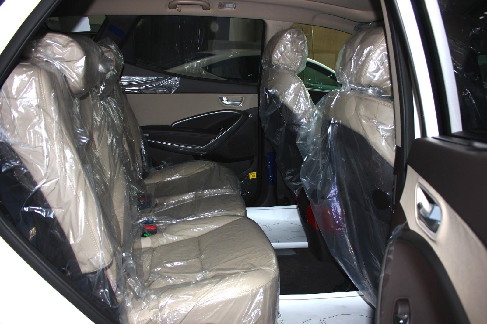 Nội thất xe Hyundai Santafe 7 Chỗ máy xăng màu trắng 010
