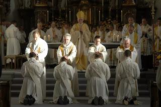 Vị thánh giúp củng cố luật độc thân linh mục