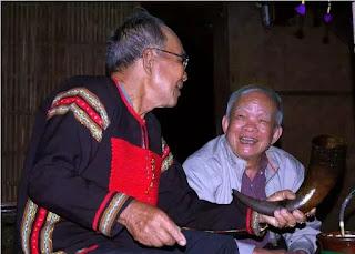 Những tâm tư của già làng Tây Nguyên được nhà văn Nguyên Ngọc lắng nghe.