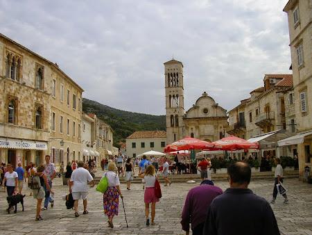 Obective turistice Hvar: Piata centrala