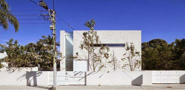 Casa-contemporánea-minimalista-Afeka-House