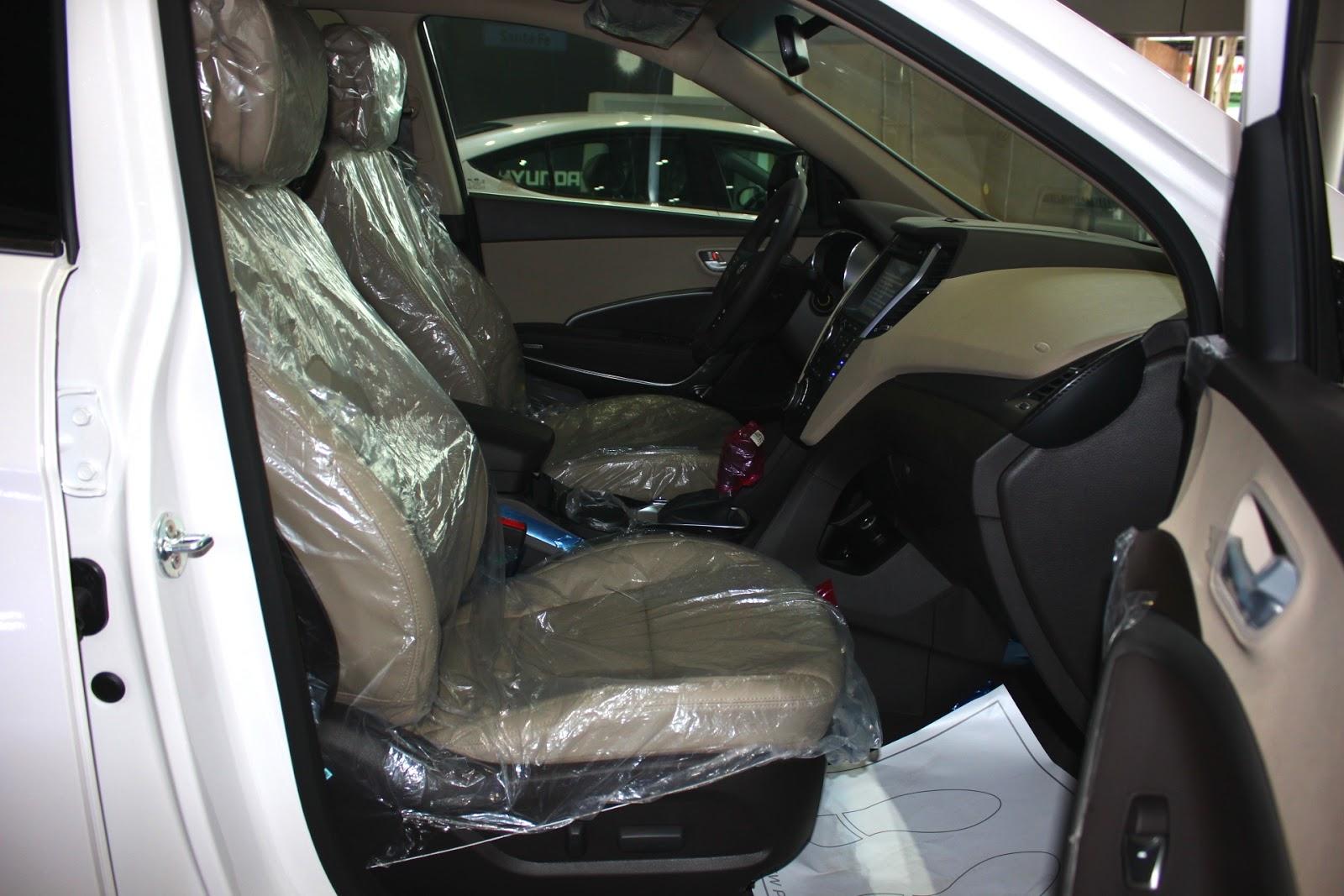 Nội thất xe Hyundai Santafe 7 Chỗ máy xăng màu trắng 07