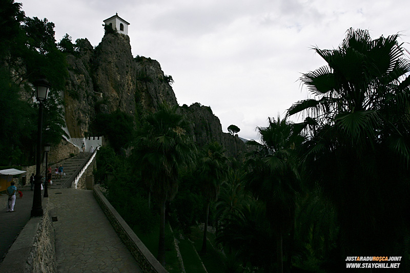 Urcarea spre castel