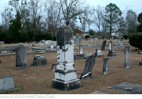 'graveyard' photo (c) 2005, Emmett Tullos - license: http://creativecommons.org/licenses/by/2.0/