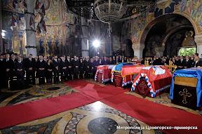 Свештенство и вјерници Митрополије црногорско-приморске на сахрани краља Петра II Карађорђевића